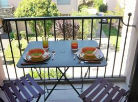 Appartement Le Port d'Avall - 4PA411, hotel with pools in Collioure