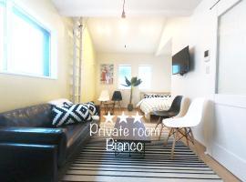 Private room Bianco, hotel in Osaka