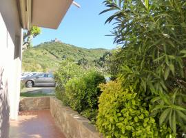 Appartement Le Port d Avall - 4PA673, hotel with pools in Collioure