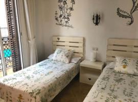 Hostal Parellades, B&B in Sitges