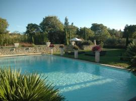Mas des Carassins, hotel near Servanes Golf Course, Saint-Rémy-de-Provence