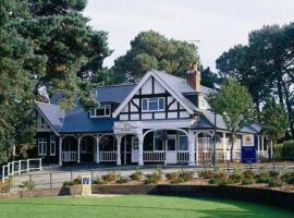 The Lodge At Meyrick Park Guest House, hotel in Bournemouth