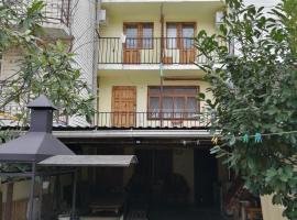 Гостевой Дом, отель в Солониках, рядом находится Самшитовое Ущелье