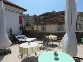 Guest House Klaudija, hotel in Trogir