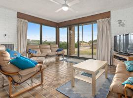Sun & Surf Aldinga Beach Apartment, hotel in Aldinga Beach