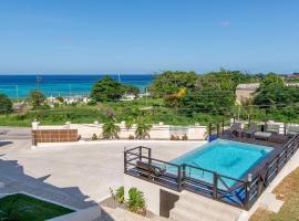 Luxury 2BR Home facing Beach w/Pool Montego Bay #5, luxury hotel in Montego Bay