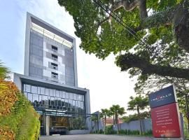 Travello Hotel, hotel near Dusun Bambu, Bandung