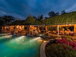 Origins Lodge, hotel en Bijagua