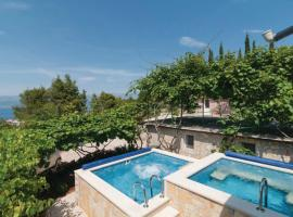 Holiday Home Blossom, hotel with jacuzzis in Supetar