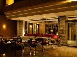 هوم ان للاجنحة الفندقية، فندق بالقرب من مجمع الراشد، الخبر