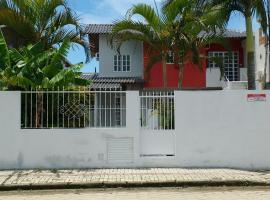 Sobrado das Palmeiras, hotel in Bombinhas