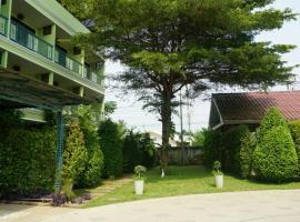 Garden Corner Resort & Hotel, hotel in Phitsanulok