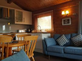 Loch Insh Chalets Ltd, hotel in Kincraig