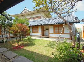 Sarangnamoo Hanok Guesthouse, place to stay in Jeonju