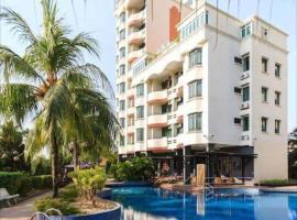 Century Bay Private Residences, hotel in Bayan Lepas