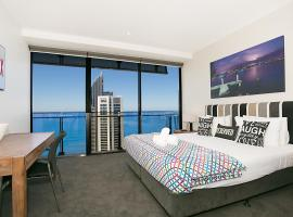 Circle | 2, 3, 4 & 5 Bedroom SkyHomes & Sub Penthouses by Gold Coast Holidays, hotel near Ripley's Believe It or Not!, Gold Coast
