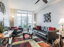 Gorgeous Downtown Oasis with Lake Views & Parking!, hotel near BMO Field, Toronto