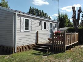 Camping Loisirs Des Groux, self catering accommodation in Mousseaux-sur-Seine