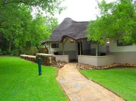 Bush Bungalows at Sun City Resort, hotel din Sun City
