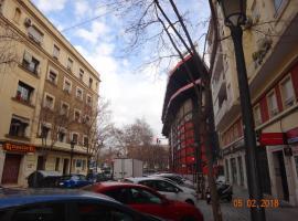 Una Ubicacion Perfecta, hotel near Jardines de Monforte, Valencia