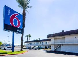 Motel 6-Indio, CA - Palm Springs, hotel v destinaci Indio