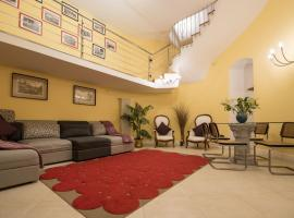 Casa Le Volte, hotel with jacuzzis in Naples