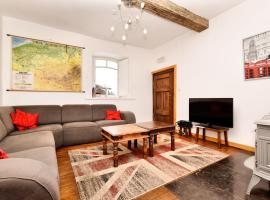 Welcome to this holiday home ideal for groups!, hotel in Robertville