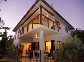Hai Villa Port Douglas, vacation home in Port Douglas