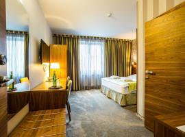 WELLNESS HOTEL LÖWE, hotel in Piešťany
