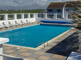 34 Surfview Beach House, hotel with pools in Newquay