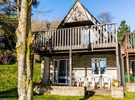 Cornwall Countryside Lodges + Bungalows, villa in Gunnislake