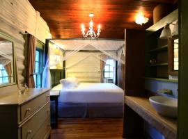 The Pines Cottages, resort in Asheville