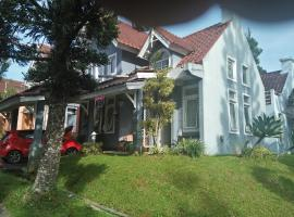 Villa Armonia, hotel with parking in Cianjur