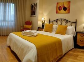 CLAREN'S GUESTHOUSE, hotel in Cangas del Narcea