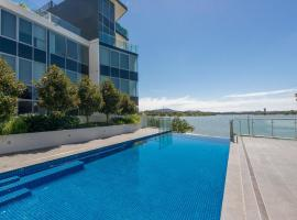 Accommodate Canberra - Lakefront, hotel near Canberra Airport - CBR,