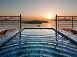 Nefeles Luxury Suites, hotel ve Fiře
