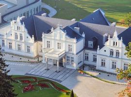 Hotel Pałac Romantyczny, hotel in Turzno
