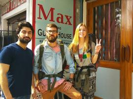 Max Guest House, B&B in Agra
