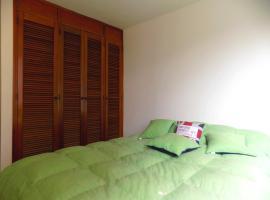 Double room and private Bathroom at Chapinero Alto, habitación en casa particular en Bogotá