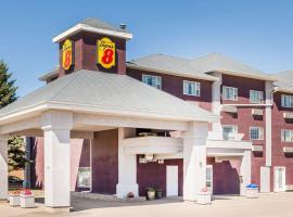 Super 8 by Wyndham Saskatoon Near Saskatoon Airport, hotel near J G Diefenbaker Airport - YXE, Saskatoon