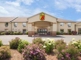Super 8 by Wyndham Cornwall ON, hotel near Massena International (Richards Field) - MSS, Cornwall
