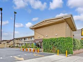 Super 8 by Wyndham Los Angeles-Culver City Area, hotel near Pacific Park, Los Angeles