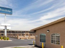 Travelodge by Wyndham Victorville, hotel with pools in Victorville