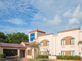 Travelodge by Wyndham Fort Myers Airport, hotel near Southwest Florida International Airport - RSW,