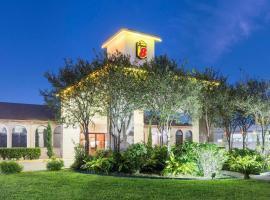 Super 8 by Wyndham San Antonio at I-10, motel in San Antonio
