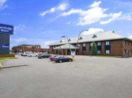 Travelodge Hotel by Wyndham Montreal Airport, hotel em Dorval