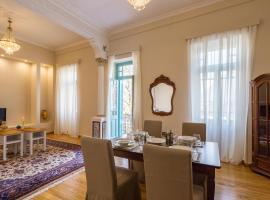 Artdecoathens, hotel near Islamic Art Museum, Athens