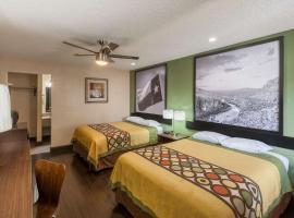 Super 8 by Wyndham Austin University/Downtown Area, hotel in Austin