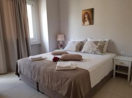 Heraklion Old Port Apartments, budget hotel in Heraklio Town