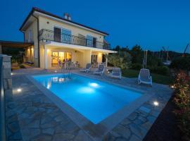 Villa Claudia, hotel with pools in Klimno